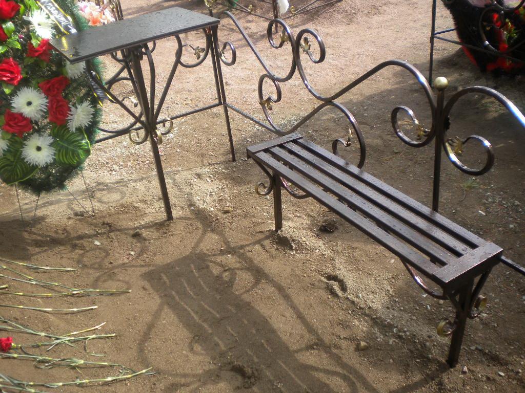 Столы на кладбище фото своими руками 33