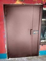 двери металлические одностворчатые «полуторка» вход в подъезд под домофон