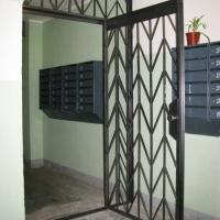 Двери решетчатые - вход в бытовые помещения